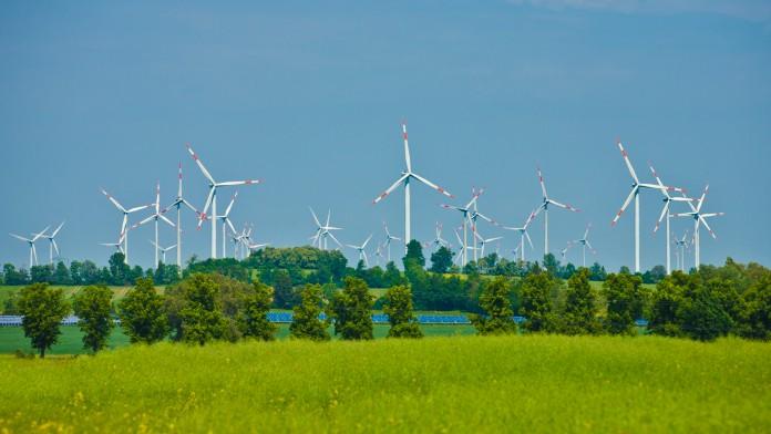 Windräder eines Windparks, im Mai 2011, Deutschland