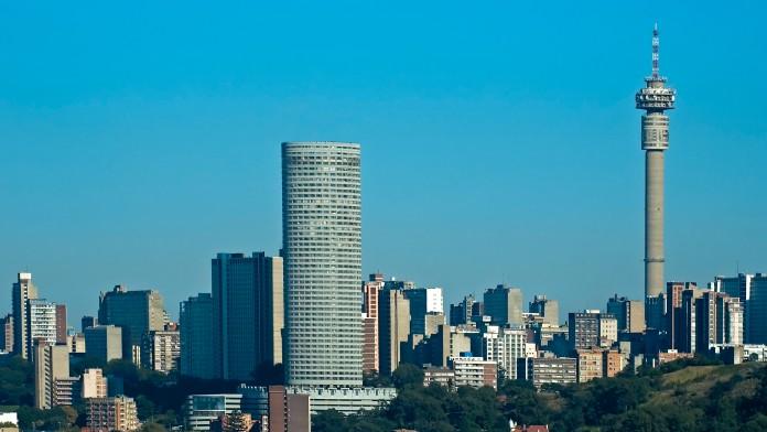 große Stadt mit teilweise sehr hohen Gebäuden