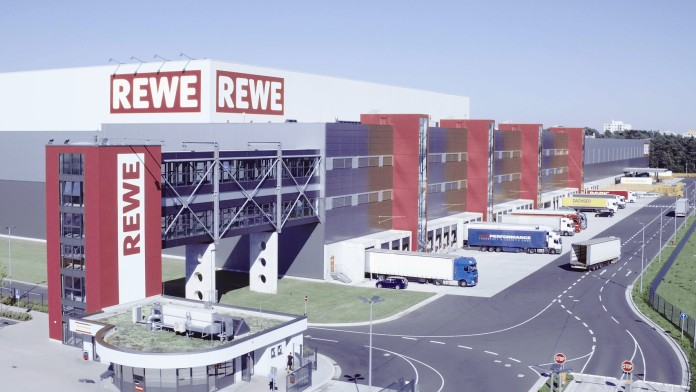 Logistikzentrum des Supermarktes REWE