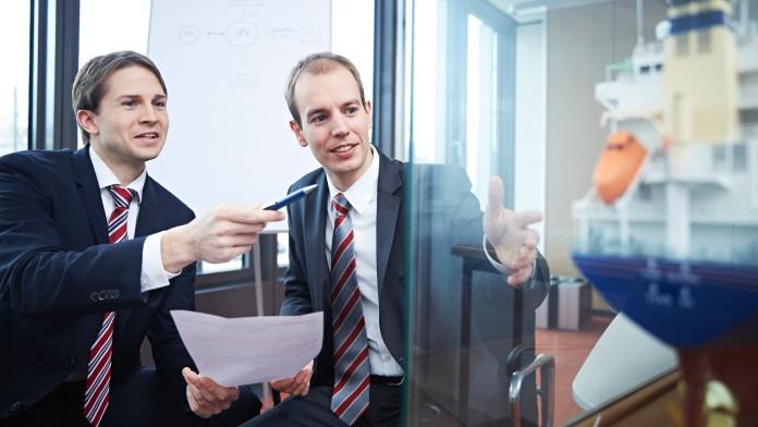 2 Männer im Gespräch