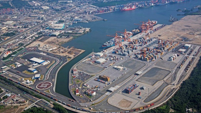 Überblick über Containerhafen Manzanillo Mexiko