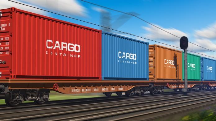 Güterzug mit Cargo Containern