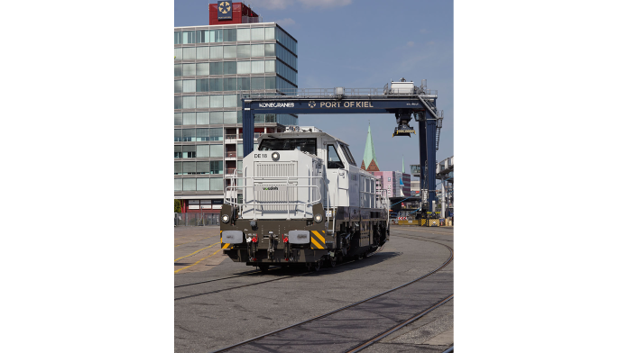 Lokomotive mit Nexrail Design im Seehafen Kiel