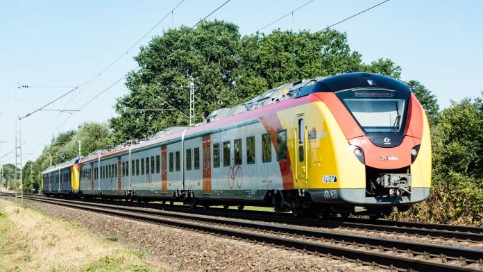 Zug der Hessischen Landesbahn in Fahrt, Zugtyp Corodia Continental